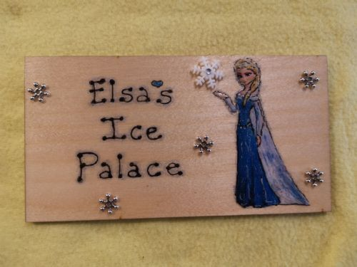 Frozen Queen Elsa Large Children's Personalised Wooden Sign, 9.5 x 4 inches Suitable for Any Occasion Unique Any Phrasing bedroom, playhouse etc
